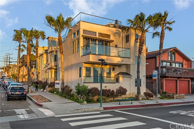 102 8th Street, Hermosa Beach, California 90254, 2 Bedrooms Bedrooms, ,3 BathroomsBathrooms,For Rent,8th,PV18084057