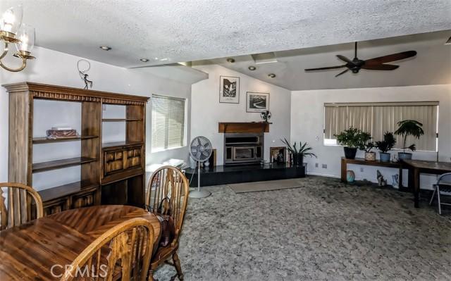 38. 5225 Bellflower Street Oak Hills, CA 92344