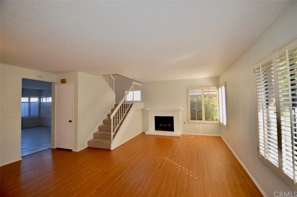 WONDERFUL END UNIT IN THE GARDENS. 2 BEDROOM 2.5 BATH WITH MANY UPGRADES.