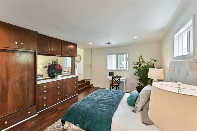 25. 566 W 11th Street Claremont, CA 91711