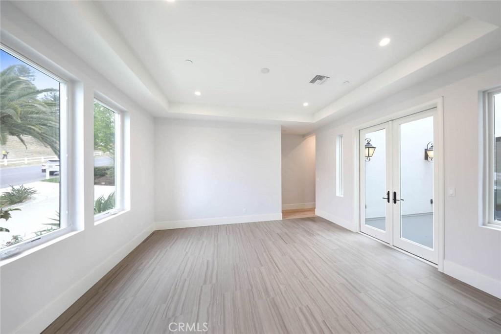 房产卖价 : $300.00万/¥2,064万