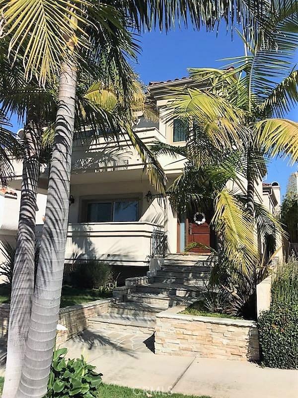 718 Lucia Avenue, Redondo Beach, California 90277, 3 Bedrooms Bedrooms, ,2 BathroomsBathrooms,Townhouse,For Sale,Lucia,OC19027259