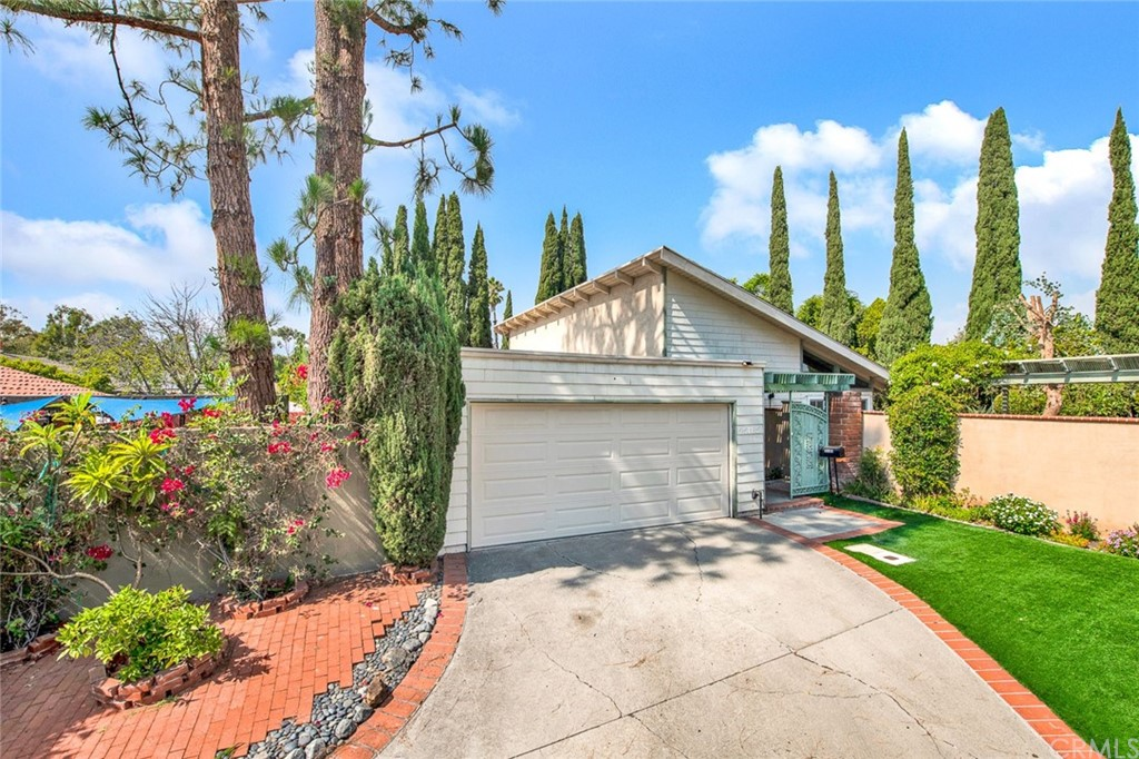 25185     Rivendell Drive, Lake Forest CA 92630