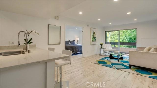 2700 Cahuenga Boulevard, Los Angeles, California 90068, 2 Bedrooms Bedrooms, ,2 BathroomsBathrooms,Condominium,For Sale,Cahuenga,SB19097952