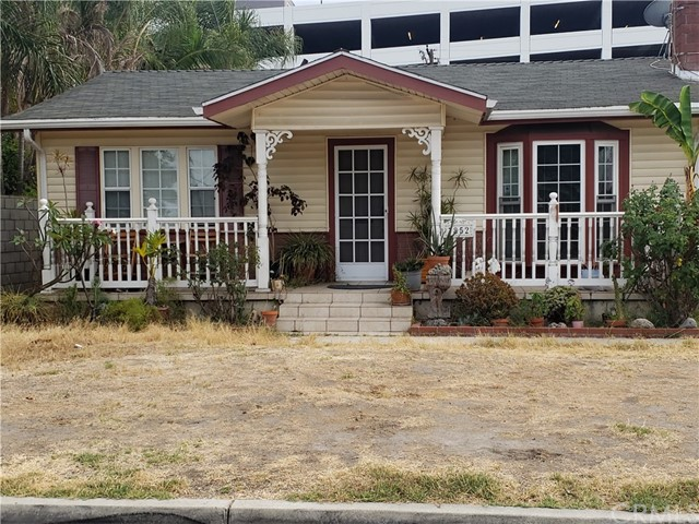 Charming 3 bedrooms and 2 bathrooms, single story home in the city of Buena Park. Spacious floor plan, near shopping and freeways, Convenient location, detached 2 car garage, and the seller is very motivated. Come and check this out!