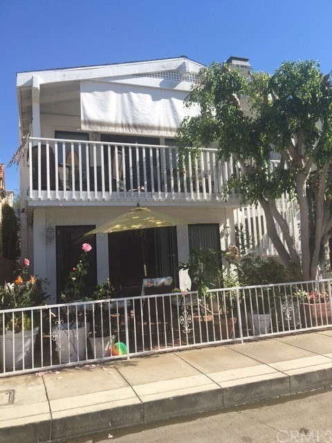 210 Emerald Ave, Newport Beach, CA 92662