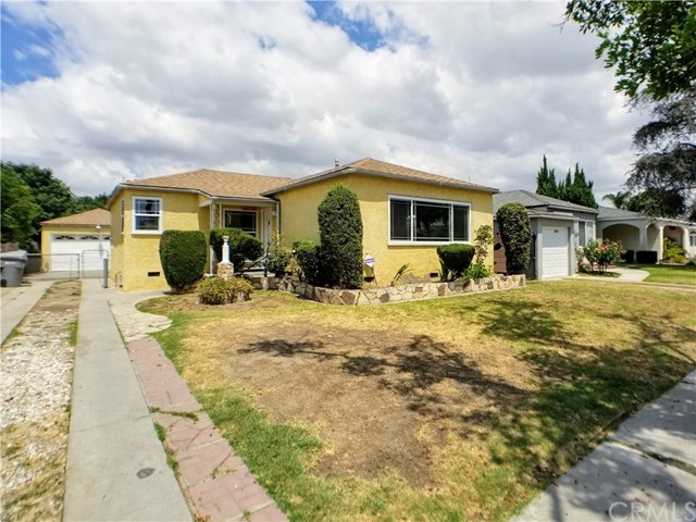 This 3 bedroom,1 bathroom house is located in the heart of Lynwood, in a highly desirable neighborhood that is close to shopping, schools, and parks. There is a large living room with a bay window overlooking the front lawn and the home features a large open kitchen and dining area which leads also has an attached laundry area with washer/dryer hook ups. The kitchen is equipped with a stove and plenty of cabinets and counter space. There are fresh carpets and paint, ceilings fans and a covered patio in the large, rear yard.