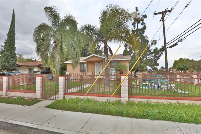 6101 Woodlawn Avenue, Maywood, CA 90270
