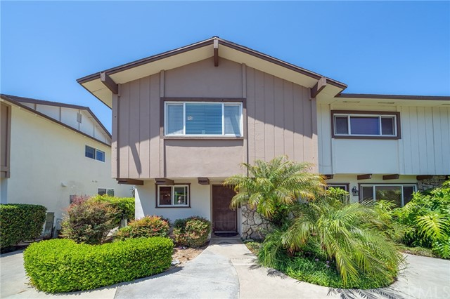 11104 La Naranja Court, Fountain Valley, CA 92708