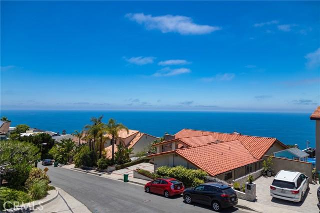 18. 600 LORETTA Drive Laguna Beach, CA 92651