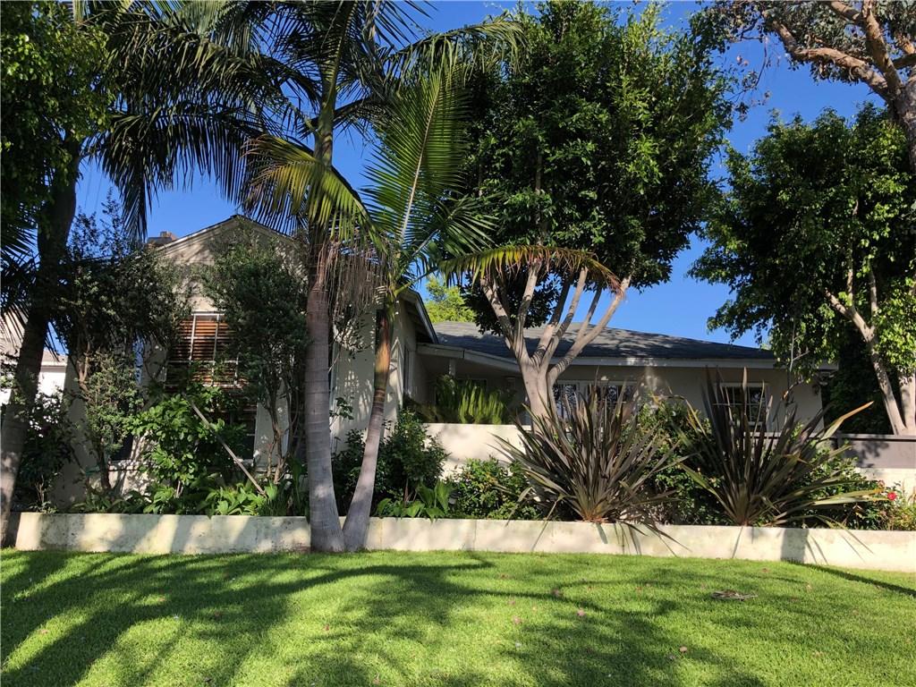 1820 Fairfax Avenue, Los Angeles, California 90019, 3 Bedrooms Bedrooms, ,2 BathroomsBathrooms,Single family residence,For Sale,Fairfax,SB19217676