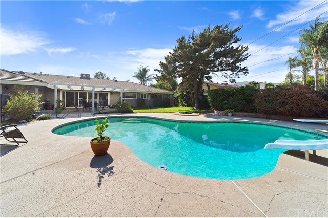 33. 306 N Valley Center Avenue Glendora, CA 91741