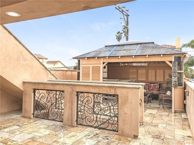 527 10th, Huntington Beach, California 92648, 4 Bedrooms Bedrooms, ,4 BathroomsBathrooms,Single family residence,For Lease,10th,NP19008350