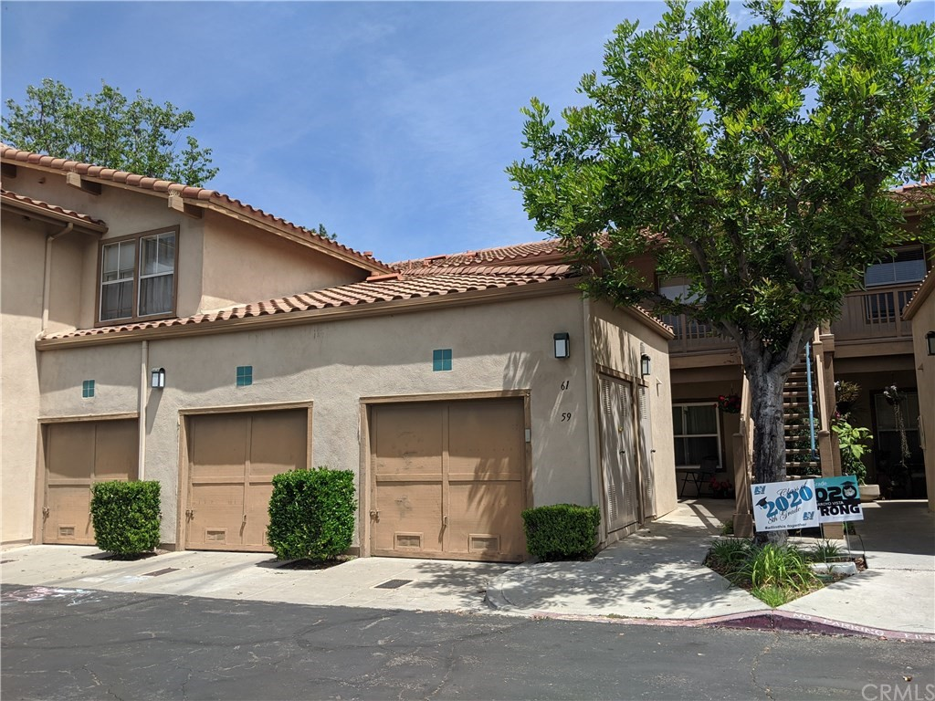 A beautiful development in Rancho Santa Margarita, close to the toll road and Mission Viejo. Single story, 2 bedroom, 2 baths, upgraded flooring, granite counters in the kitchen, 1 garage next to the front door. Quiet location over looking a beautiful green belt.