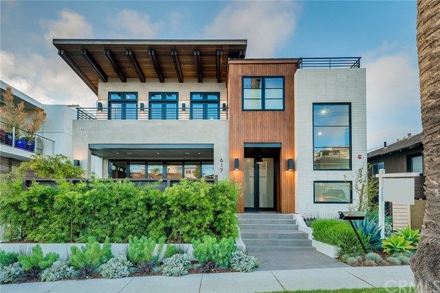 617 Longfellow Ave, Hermosa Beach, California 90254, 4 Bedrooms Bedrooms, ,4 BathroomsBathrooms,For Sale,Longfellow Ave,SB19268148