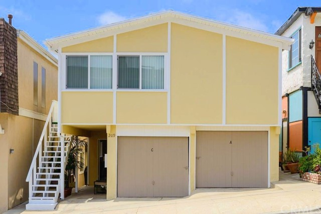 209 Rosecrans Avenue, Manhattan Beach, California 90266, 7 Bedrooms Bedrooms, ,6 BathroomsBathrooms,Triplex,For Sale,Rosecrans,SB21046012
