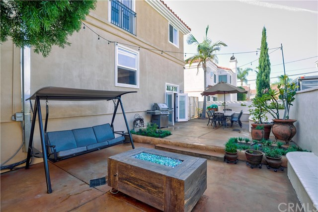 2403 Rockefeller Lane B, Redondo Beach, California 90278, 3 Bedrooms Bedrooms, ,2 BathroomsBathrooms,For Sale,Rockefeller,SB20237105