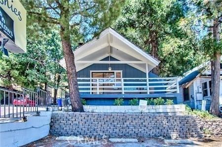 24050 Lake Drive, Crestline, CA 92325