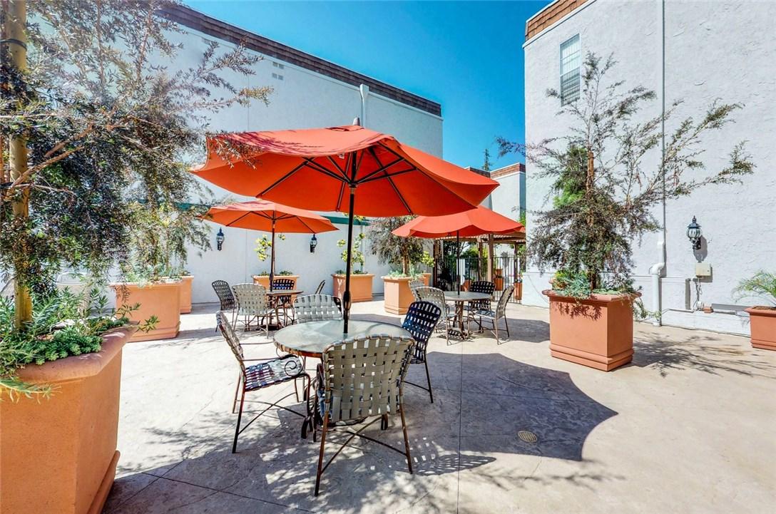 360 S Euclid Av, Pasadena, CA 91101 Photo 14
