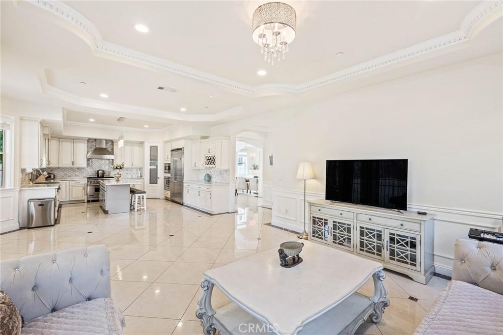 房产卖价 : $160.00万/¥1,101万