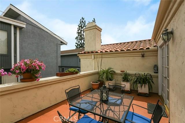 2203 Grant Avenue, Redondo Beach, California 90278, 3 Bedrooms Bedrooms, ,2 BathroomsBathrooms,Townhouse,For Sale,Grant,SB19074483