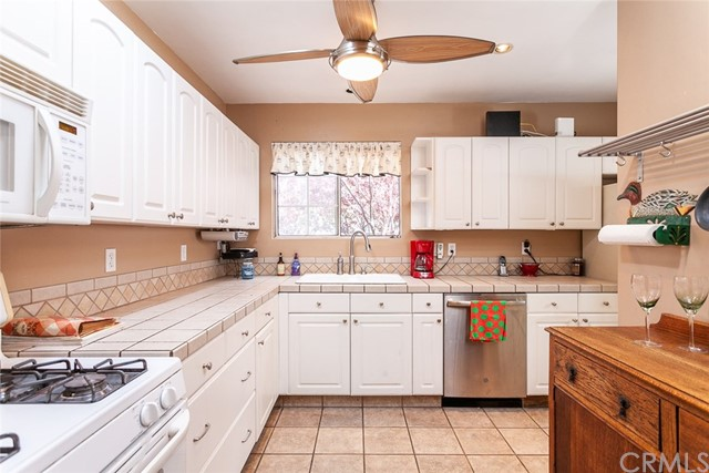 26447 Leesdale Avenue, Harbor City, California 90710, 2 Bedrooms Bedrooms, ,1 BathroomBathrooms,Single family residence,For Sale,Leesdale,PW19082174