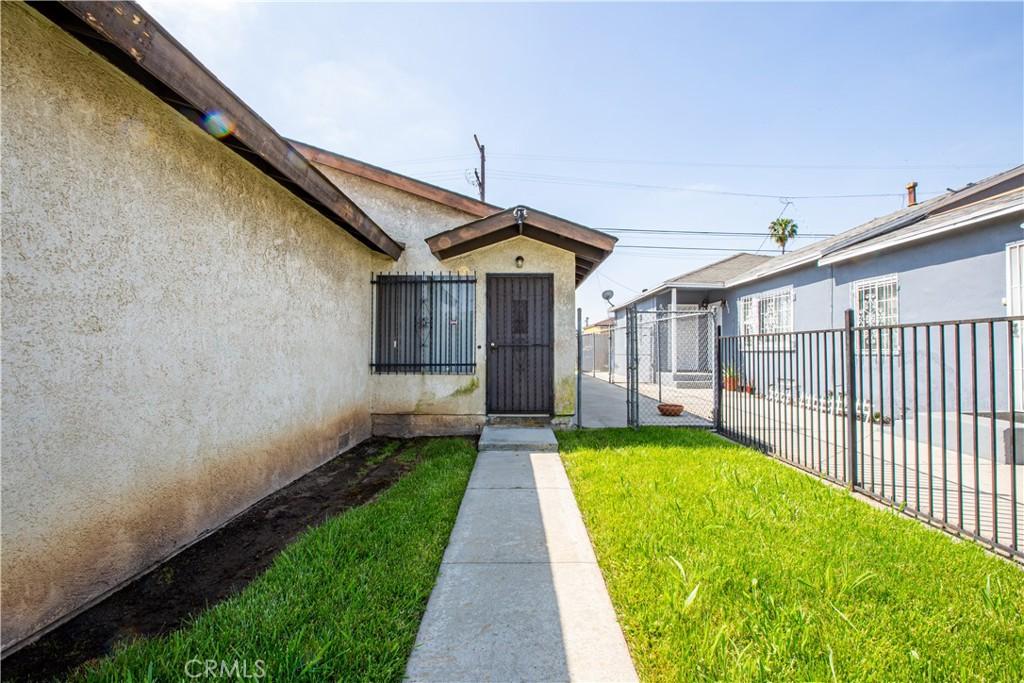 854   E Imperial, Los Angeles CA 90059