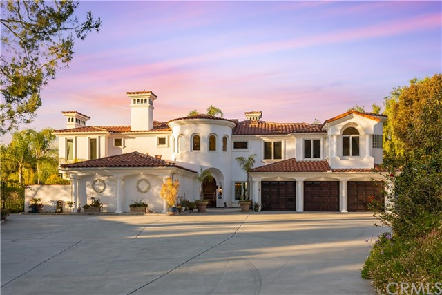 Welcome to 10696 Skyline Drive. This sprawling estate sits on an oversized one 1 ¾ lot, featuring a private oasis, stunning pool, full-sized tennis court, a garden and breathtaking views.  The grandeur of the living room, dining room, and great room offers the perfect setting for friends and VIPs, while the layout and amenities include custom-made special features such as wine cellar, gourmet kitchen and ample entertainment space offer easy family living. The true beauty of this home lies in its ability to marry art and luxury into a family friendly oasis. Don't miss this opportunity, come and view for yourself. https://10696skylinedrive.relahq.com