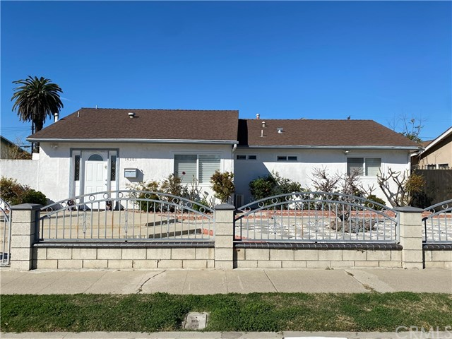 Home with 5 master bedrooms (5beds & 5baths). Enough room for a big family, great investment property.  Move in condition. Sellers want cash offers.