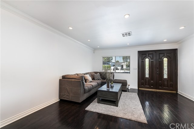 6. 5850 Balcom Avenue Encino, CA 91316