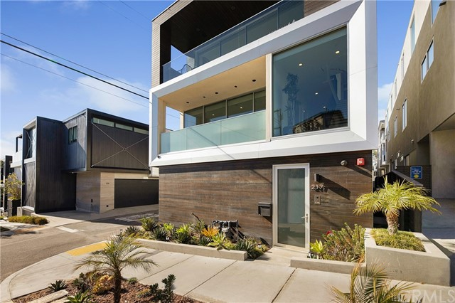 217 1st Street, Manhattan Beach, California 90266, 3 Bedrooms Bedrooms, ,4 BathroomsBathrooms,For Sale,1st,SB21048843