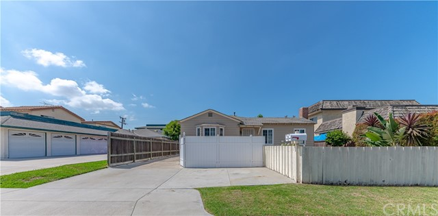 7852 Glencoe Drive, Huntington Beach, CA 92647