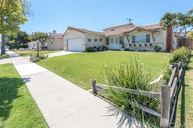 22815 Fern Avenue, Torrance, California 90505, 4 Bedrooms Bedrooms, ,1 BathroomBathrooms,Single family residence,For Sale,Fern,PV19093959