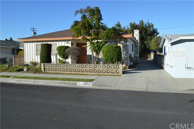 13617 Mariposa Avenue, Gardena, California 90247, 3 Bedrooms Bedrooms, ,2 BathroomsBathrooms,Single family residence,For Sale,Mariposa,OC19019010