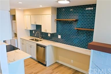 535 Esplanade 111, Redondo Beach, California 90277, 1 Bedroom Bedrooms, ,1 BathroomBathrooms,For Rent,Esplanade,SB20253474
