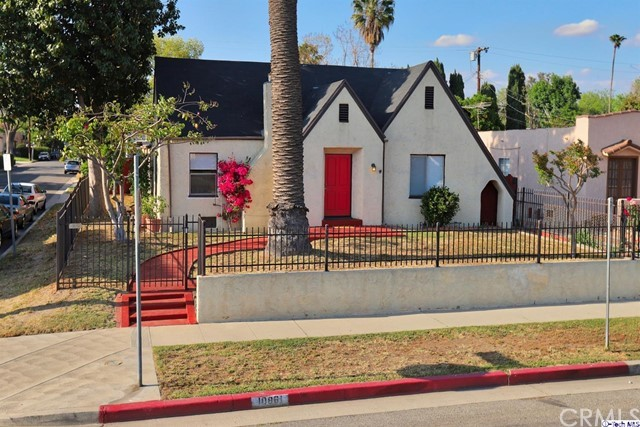 10861 Hesby St, North Hollywood, CA 91601