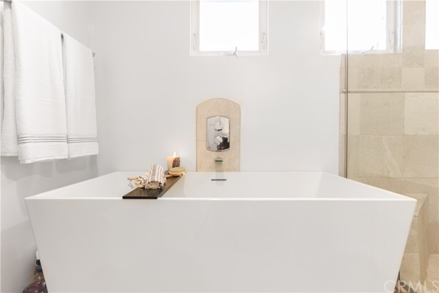 Soaking tub in primary suite bathroom