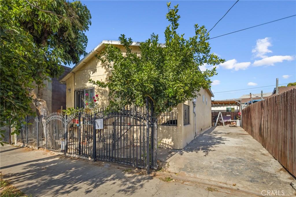 4872     Compton Avenue, Los Angeles CA 90011