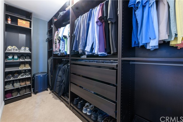 Master Bedroom with walking-closet and built-in wardrobe
