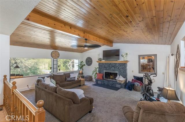 Sunken livingroom with beautiful 14 blade ceiling fan.