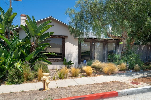 1001 8th Place, Hermosa Beach, California 90254, 3 Bedrooms Bedrooms, ,1 BathroomBathrooms,For Sale,8th,SB18207949
