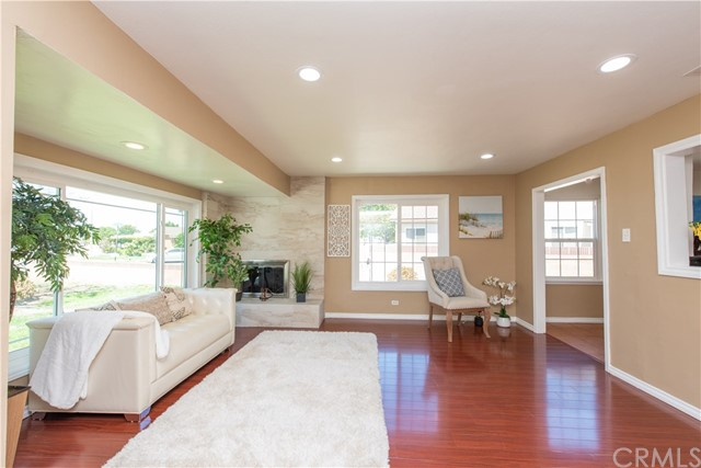4660 Goldfield Avenue, Long Beach, CA 90807