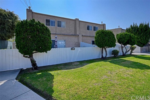 706 Utica Avenue, Huntington Beach, CA 92648