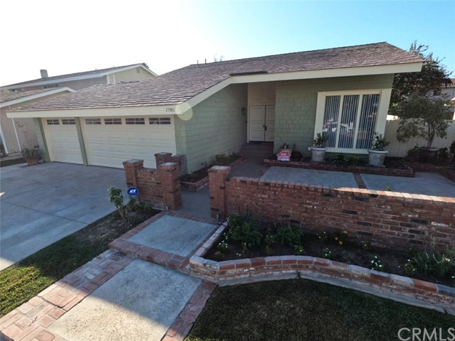17961 Bluegate Lane, Huntington Beach, CA 92647
