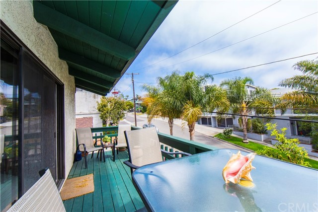 837 5th Street A-7, Hermosa Beach, California 90254, 2 Bedrooms Bedrooms, ,1 BathroomBathrooms,For Sale,5th,SB20091502