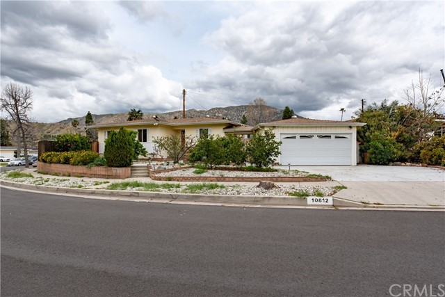10812 Wescott Avenue, Sunland, CA 91040