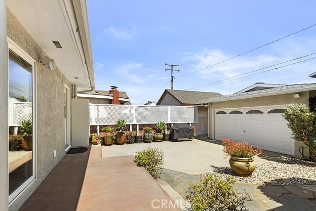 30. 3172 Ostrom Avenue Long Beach, CA 90808