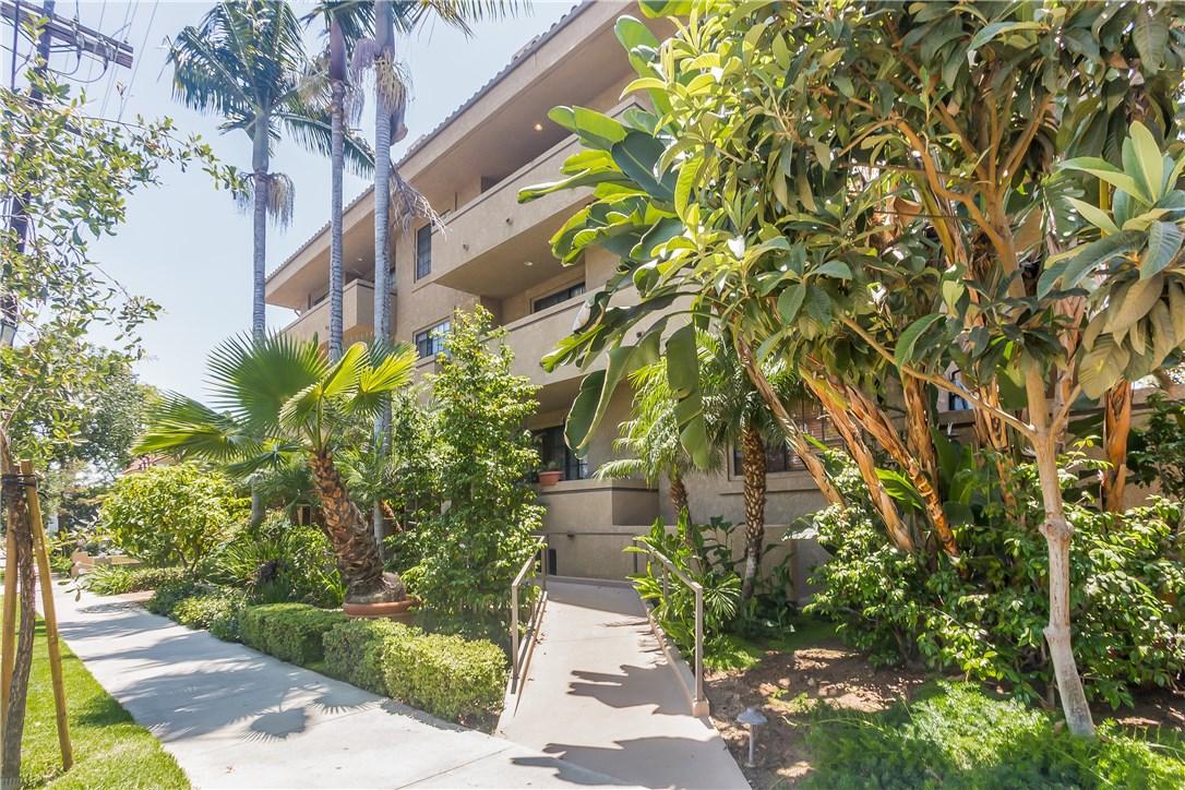 221 S Oak Knoll Av, Pasadena, CA 91101 Photo 2