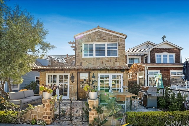 305 Grand Canal, Newport Beach, CA 92662