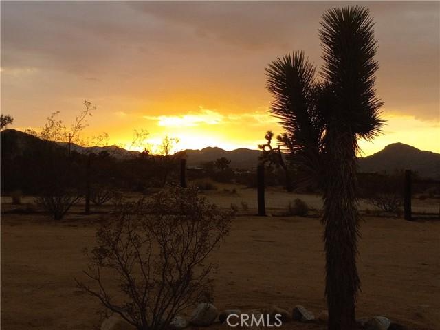 38. 415 INCA Trail Yucca Valley, CA 92284